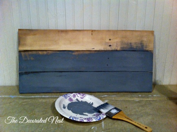 The pallet boards were cut to size, fastened together on the back and painted a deep blue/gray