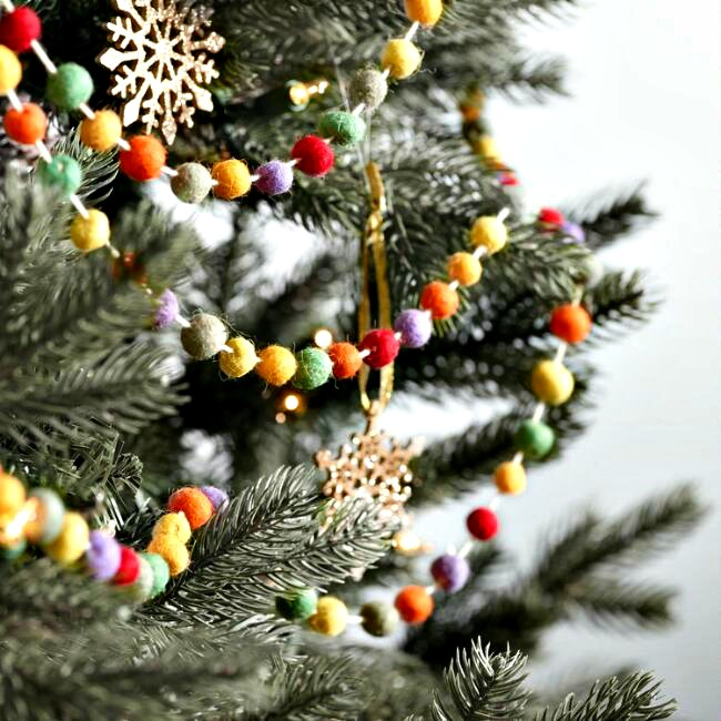 WOOL POM POM GARLAND FOR THE TREE OR FIREPLACE