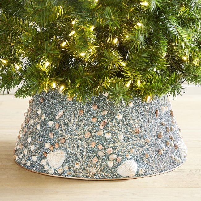 Coastal tree collar made with shells-coastal-inspired-christmas-decor-www.nesteddesigncompany.com