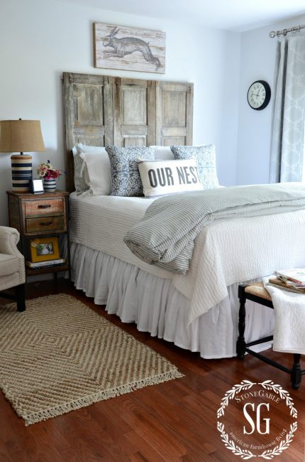 BLUE-AND-WHITE-GUEST-ROOM-shutter-made-headboard-bed-stonegableblog.com_