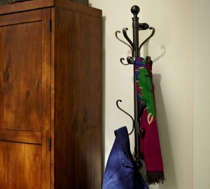 walmount coat rack pb-22-fabulous-farmhouse-decor-finds-www.nesteddesigncompany.com