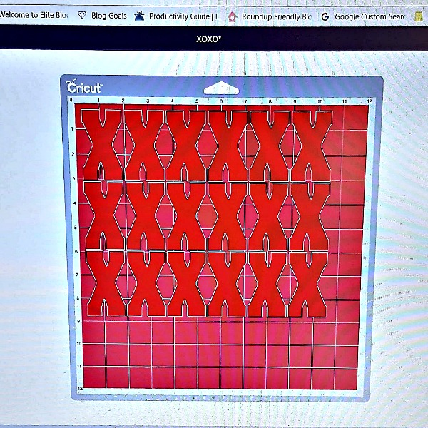 Screen shot of Cricut Design Space X layout