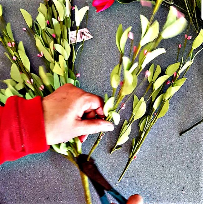 cut your greenery spray and tulip spray stems apart