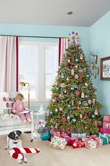 sweet and sugary tree country living-12-inspirational-christmas-trees-www.nesteddesigncompany.com